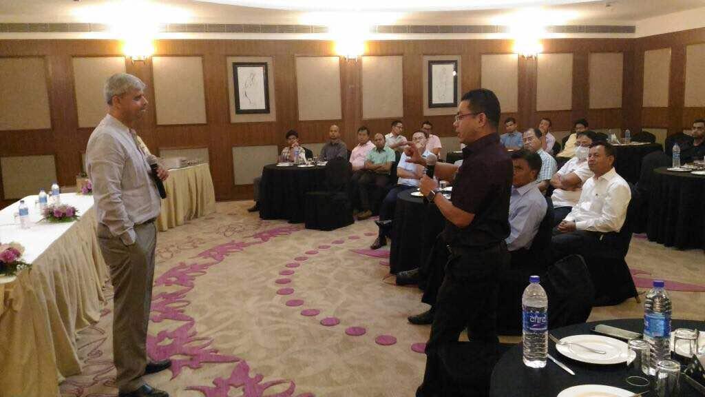 Dr. Dhananjay Gupta explaining the mistakes of tkr