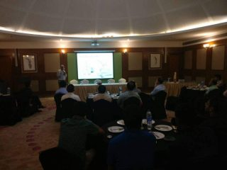 Dr. Dhananjay Gupta giving presentation on tkr mistakes and solutions