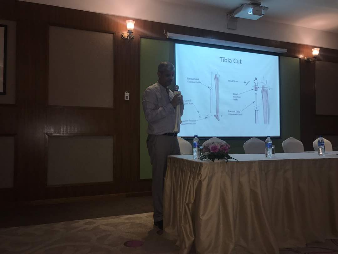 Dr. Dhananjay Gupta giving presentation on tkr