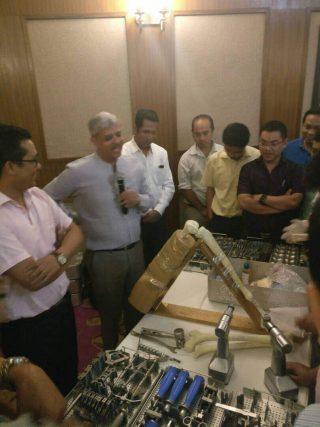 TKR-workshop-on-saw-bone-models
